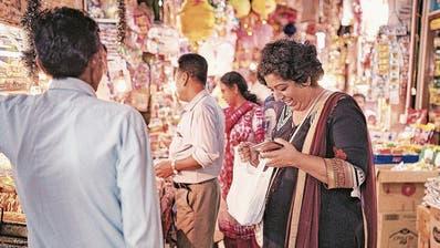 Sie kocht ohne Rezept und zahlt allen Angestellten den gleichen Lohn: Wir haben Spitzenköchin Asma Khan getroffen