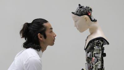 Seit Jahrzehnten machen Szenen mit bösen Robotern wie diese aus «Terminator 3» Kinozuschauern Angst. (Installation: Carolie Vogelaar)