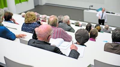 Ein Bild aus Zeiten vor der Pandemie: Vorlesung an der Seniorenuniversität von Anfang 2019. (Bild: Corinne Glanzmann (Luzern, 14.Januar 2019))