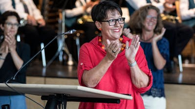 UrsiBurkart-Merz bei ihrem bei ihrem letzten öffentlichen Auftritt alsGemeindepräsidentin von Adligenswil im Zentrum Teufmatt. Sie bedankte sich bei ihren Mitarbeitern und Wegbegleitern. (Bild: Patrick Hürlimann (Adligenswil, 27. August 2020))