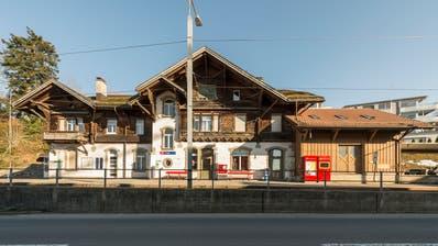 Für viele Trogner schützenswert: Das alte Bahnhofsgebäude datiert aus dem Jahr 1903. (Bild: Hanspeter Schiess (März 2019))
