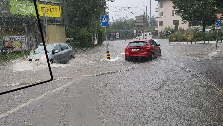 Wieder Überschwemmungen in Luzern: Strasse Richtung Verkehrshaus steht unter Wasser