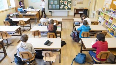 Wird in den St.Galler Schulen die Corona-Abstandsregel eingehalten, gilt kein Masken-Obligatorium. (Laurent Gillieron / KEYSTONE)