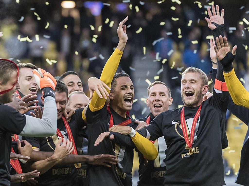 Die Young Boys feiern ihren Cup-Helden Marvin Spielmann (Mitte)