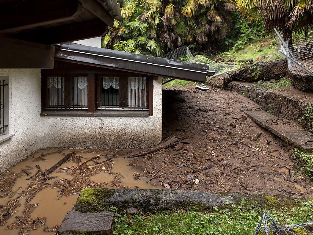 In Bissone wurde ein Haus von einer Schlammlawine getroffen.