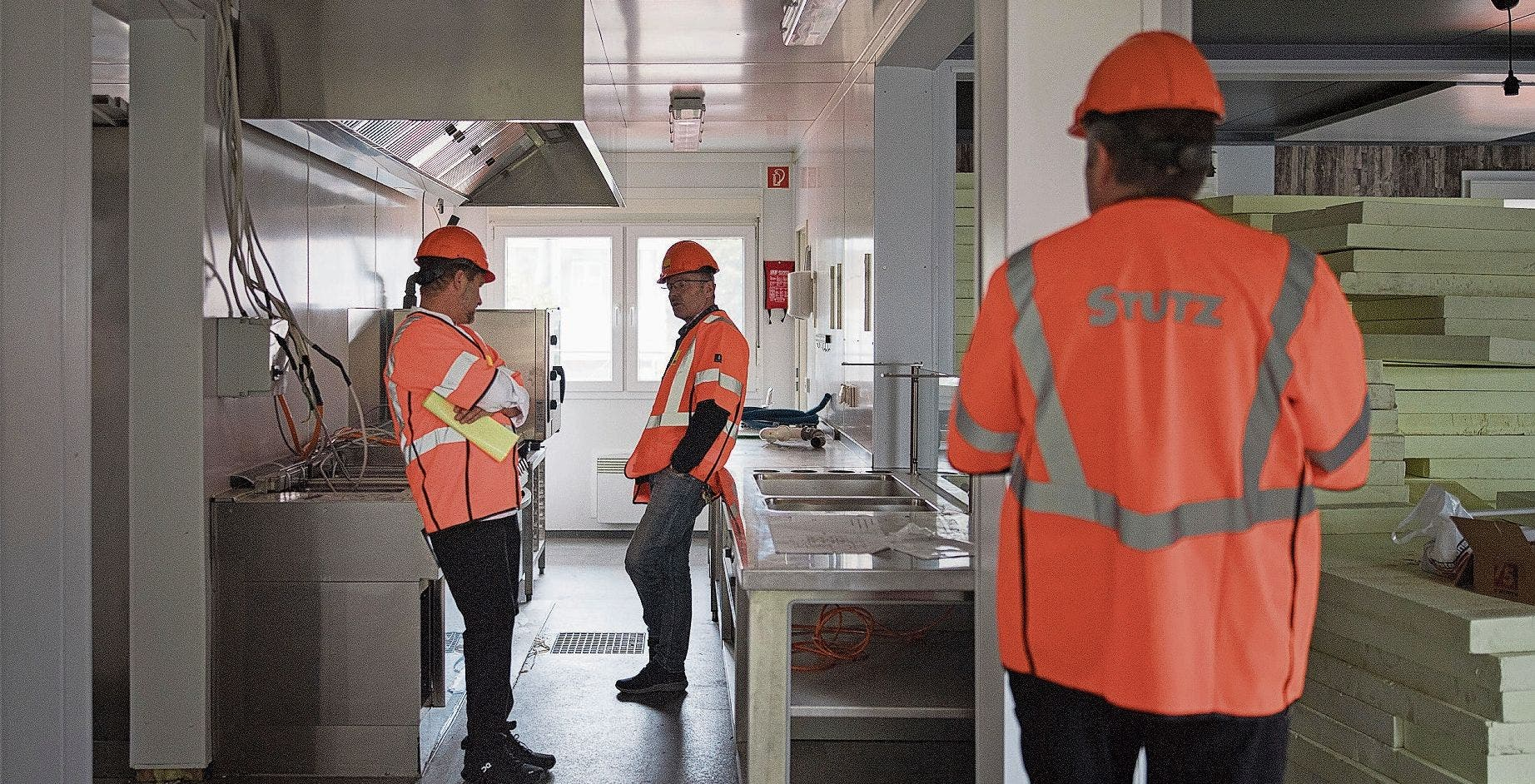 In der Baustellenbeiz können Arbeiter auf Schaulustige, Quartierbewohner und Berufskollegen treffen.