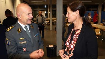 SVP Obwalden steigt mit dem Luftwaffenchef in den Abstimmungskampf