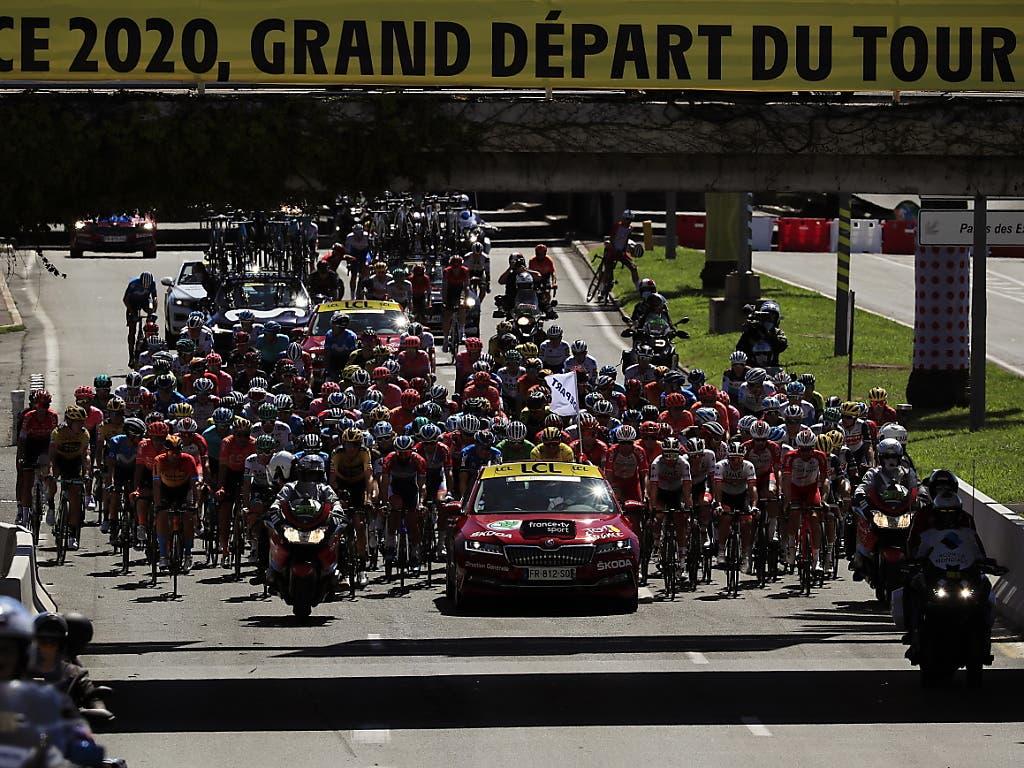 Das Fahrerfeld der 107. Tour de France