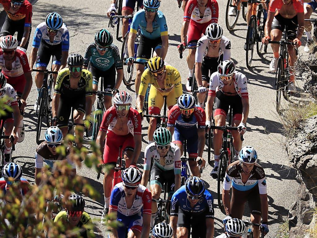 Der Norweger Alexander Kristoff (in Gelb) verlor in der bergigen Etappe früh den Anschluss an die Spitzenfahrer