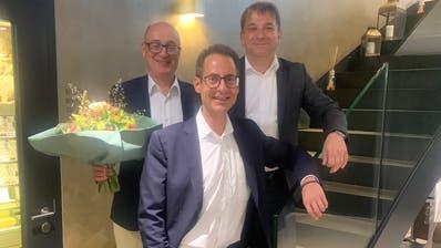Michael Zecchinel (links) wurde aus dem Vorstand verabschiedet, Lucas Baumann (mitte) von Präsident Attlia Wohlrab (rechts) begrüsst (Bild: PD)