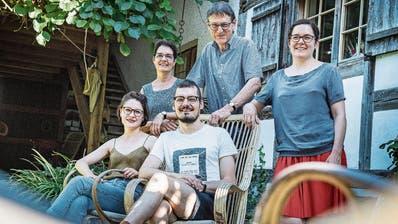 Die Kulturfamilie Janett aus Sulgen: Sibylle, Curdin, Madlaina (hinten v. l.), Cristina und Niculin (vorne). (Bild: Andrea Stalder)