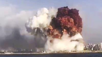 Im Umkreis der Explosion ist nichts mehr ganz geblieben. (AP Photo/Hassan Ammar)