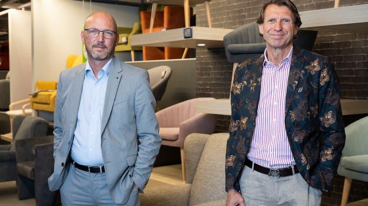 Der Schweizer Mömax-Chef Régis Paudex und Expansionsleiter Meinrad Fleischmann gestern in Spreitenbach. (Bild: Alex Spichale)
