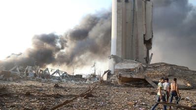Das völlig verwüstete Hafenviertel von Beirut: Hier explodierten am Dienstag 2800 Tonnen Ammoniumnitrat. Die Explosion war Hunderte Kilometer weit zu spüren. (Ibrahim Dirani / EPA DAR AL MUSSAWIR)