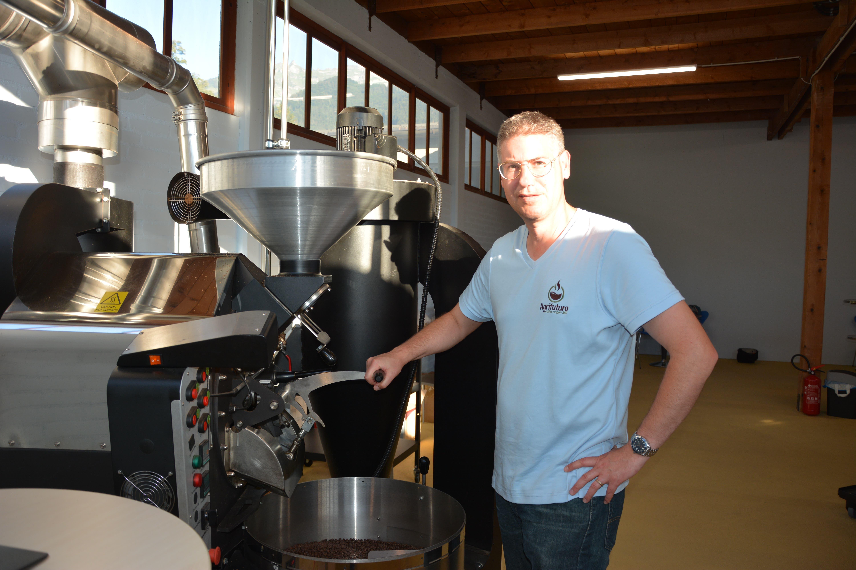 Claudio Marty und Yesenia Rosero gründen die erste Kaffeemanufaktor im Kanton Uri, die direkt von der eigenen Farm in Kolumbien importiert.