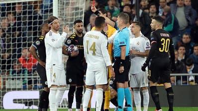 Zwischen Manchester City und Real Madrid treffen zwei Favoriten sogleich aufeinander. Im Hinspiel sah Real-Captain Sergio Ramos die rote Karte. (Bild: Juanjo Martin/EPA (Madrid, 26. Februar 2020))