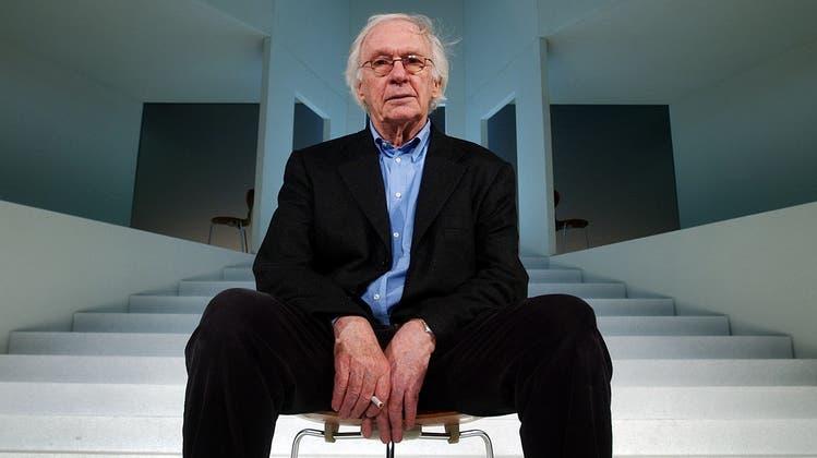 In Zürich infizierte er sich mit dem Theatervirus. Am Theater Basel steigerte Werner Düggelin den Anteil der Jungen auf 33 Prozent. (Keystone)