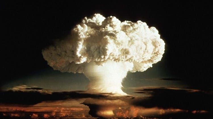 """Test der Wasserstoffbombe """"Ivy Mike"""" auf dem Eniwetok-Atoll im Pazifik."""