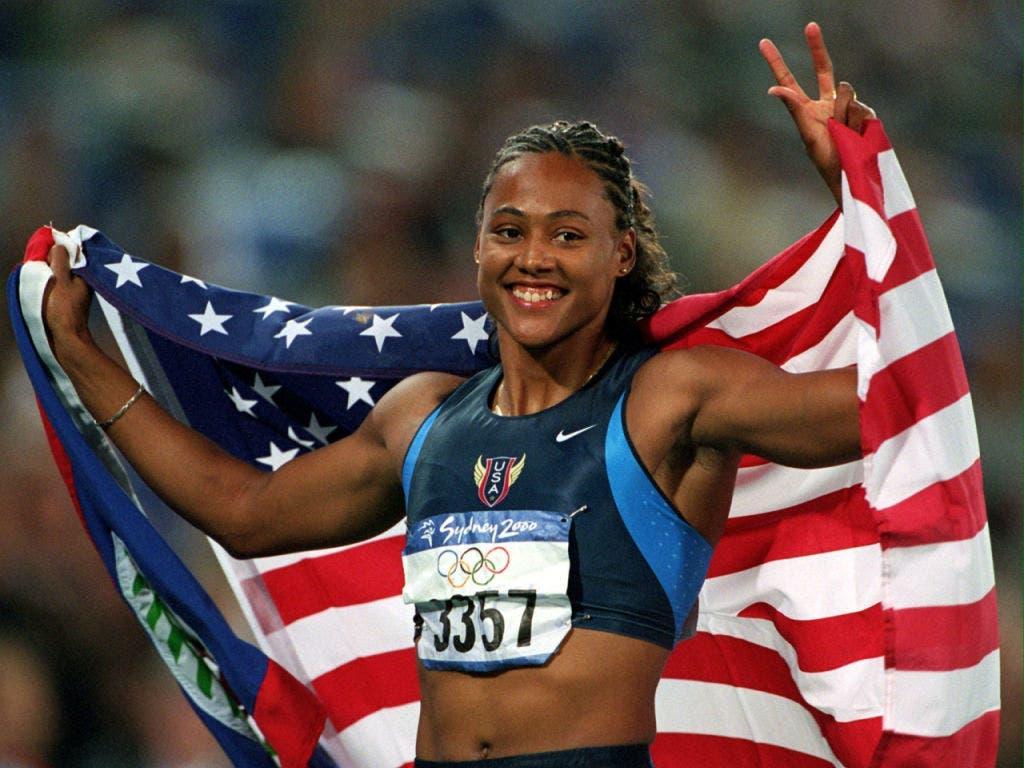 Marion Jones als strahlende Siegerin an den Olympischen Spielen 2000 in Sydney
