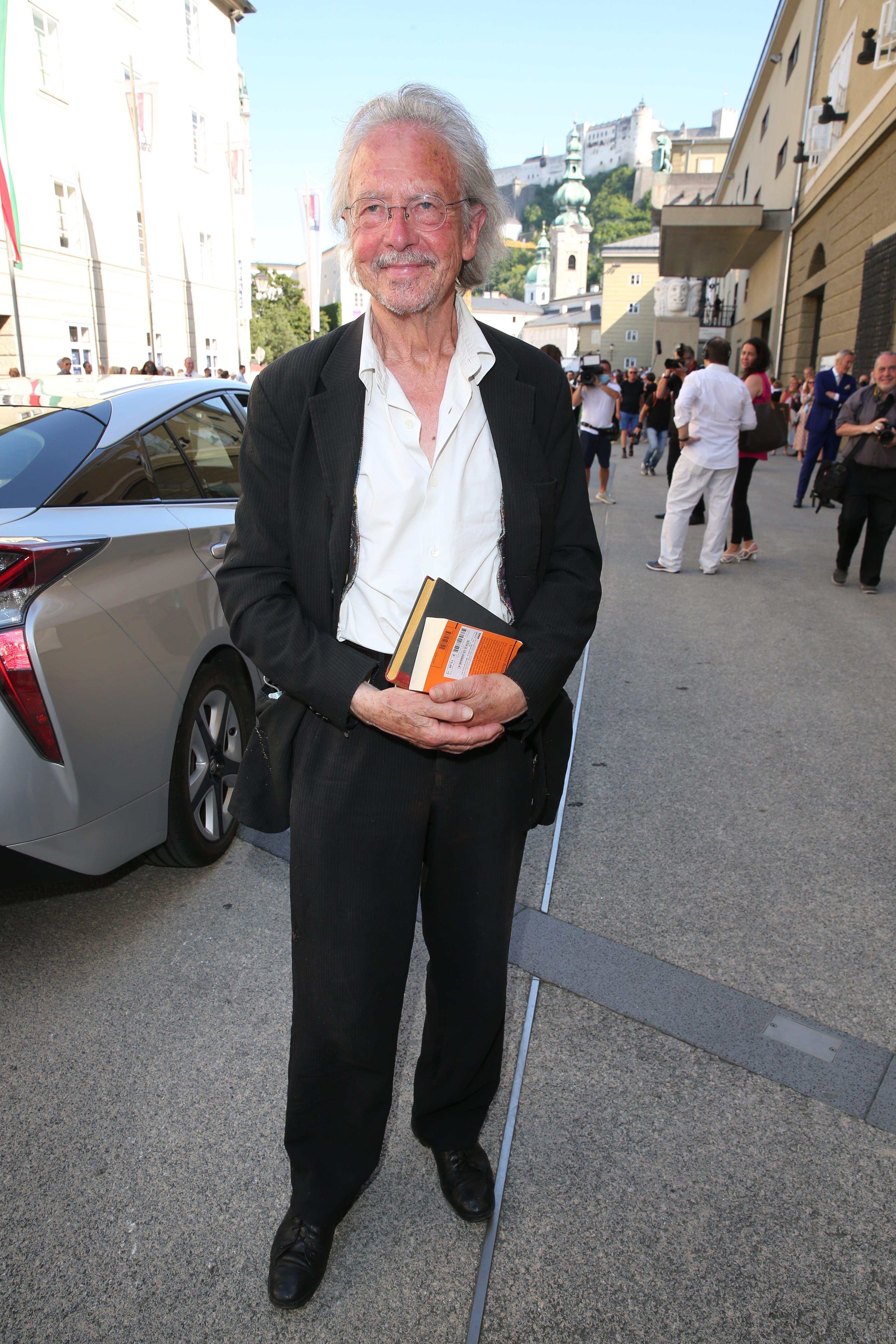 Nobelpreisträger Peter Handke kam mit Büchern in die Oper.
