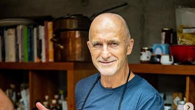 Richard Kägi, 62, weiss fast alles über gutes Essen, gutes Trinken und ein gutes Leben. Sein neues Kochbuch erscheint im Herbst. (Bild: Instagram)
