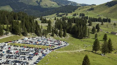 Auch während der Pandemie bestens besucht: der Parkplatz auf der Schwägalp. (Bild: Alexandra Wey/Keystone (31. Juli 2020))