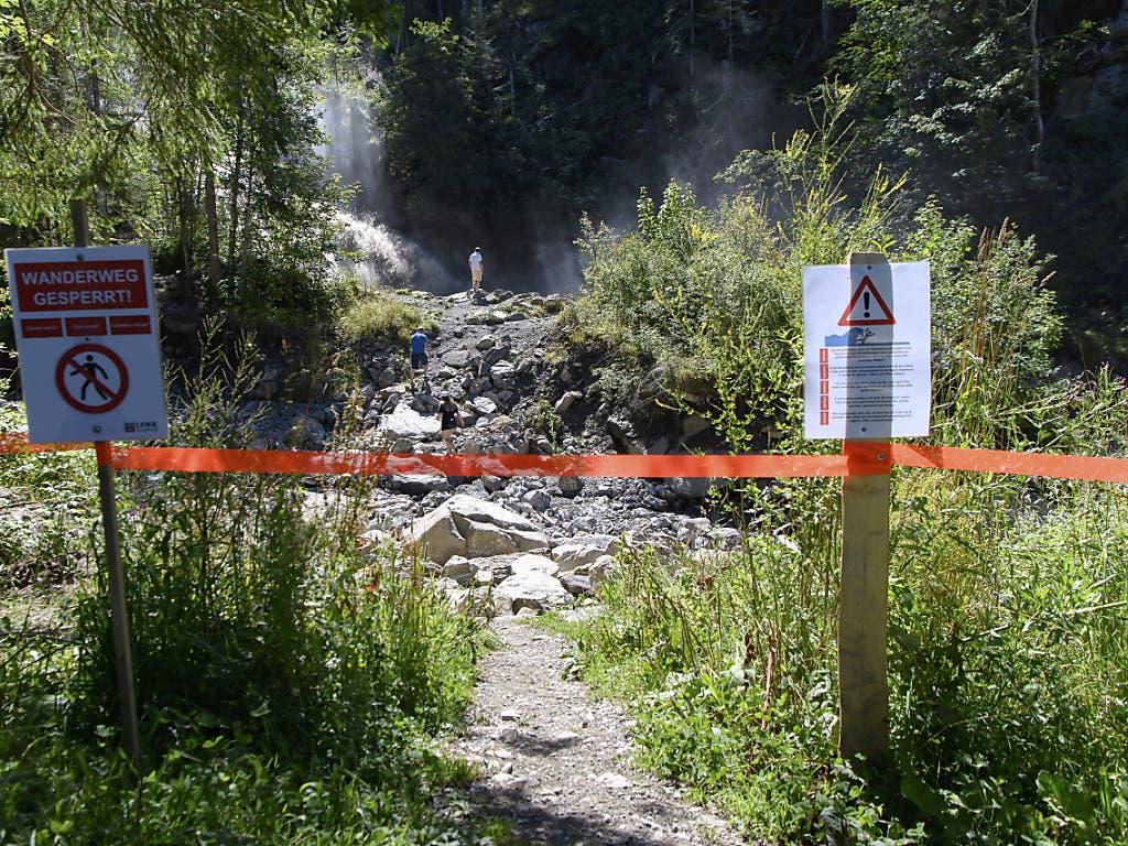 Der auslaufende Gletschersee kann zu Hochwasser und Springfluten in der Simme und im Trübbach führen. Die Behörden warnen deshalb vor einem Aufenthalt in Gewässernähe.