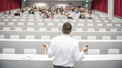 Die Universität Luzern führt die Maskenpflicht ein. (Bild:Roger Grütter (Luzern))