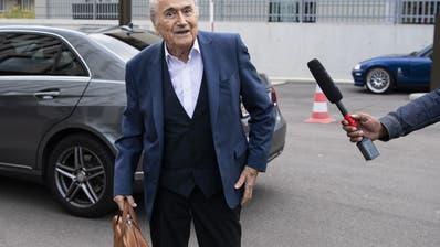 Sepp Blatter erscheint am Dienstag zur Anhörung bei der Bundesanwaltschaft in Bern. (Peter Schneider / KEYSTONE)