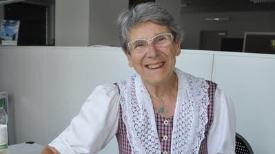 Marta Leuthard war vor 50 Jahren die erste Wirtin des Hotels Sternen in Nesslau. Sie zeigt ihr Gästebuch. (Bild: Sabine Camedda)
