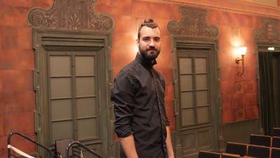 Der Zürcher Livio Beyeler führt bei derKomödie «Achtung Tell» Regie. (Bild: Markus Zwyssig (Altdorf, 1. September 2020))