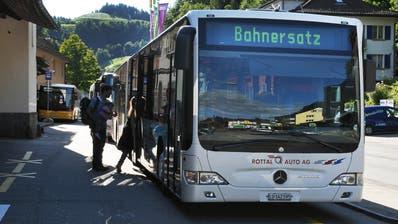 Ein Bus beim Bahnhof Wolhusen. (Bild: Corinne Glanzmann)