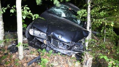 Drei Verletzte bei schwerem Unfall mit Auto und Töff in Obernau