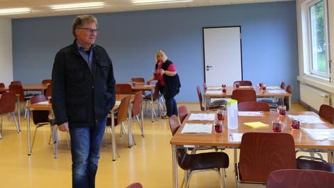 Schulpräsident Andreas Gehrig in den neuen Räumen für die Kinderbetreuung: Hier findet der Mittagstisch statt. (Bild: Jolanda Riedener)