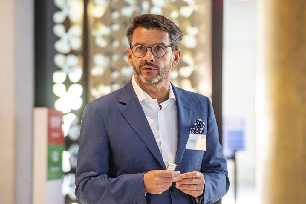 Serge Fehr, Head Private Banking, spricht zu den Anwesenden Medienvertretern.