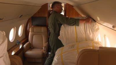 Gefüllter Bundesratsjet: Schweiz schickt 1,2 Tonnen Hilfsgüter nach Lesbos