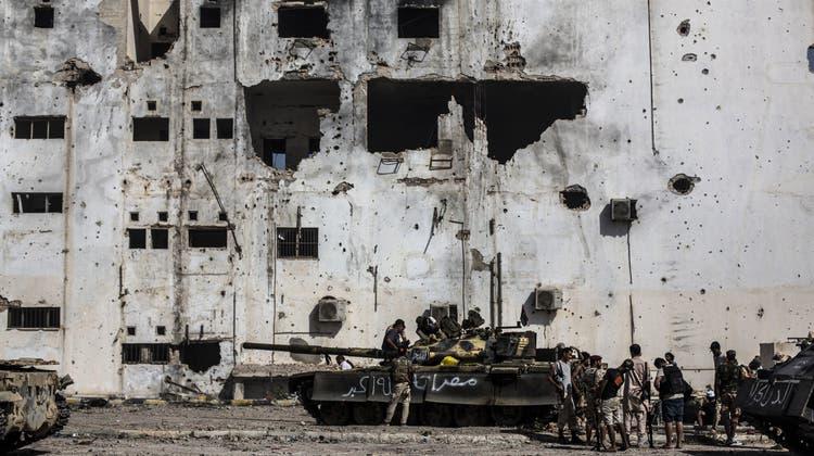 In Libyen herrscht seit dem Sturz Gaddafis Krieg – hier eine Archivaufnahme von 2016. Nun einigen sich die Kriegsgegner auf Grundsätze für den Frieden. (Manu Brabo / AP)