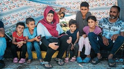 Wafaa, 35, ist mir ihren sechs Kindern und ihrem Mann nur knapp dem Feuer entkommen. (Bild: SOS-Kinderdorf)