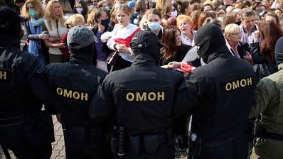 Mehr als 100 Festnahmen bei Frauen-Protesten in Belarus