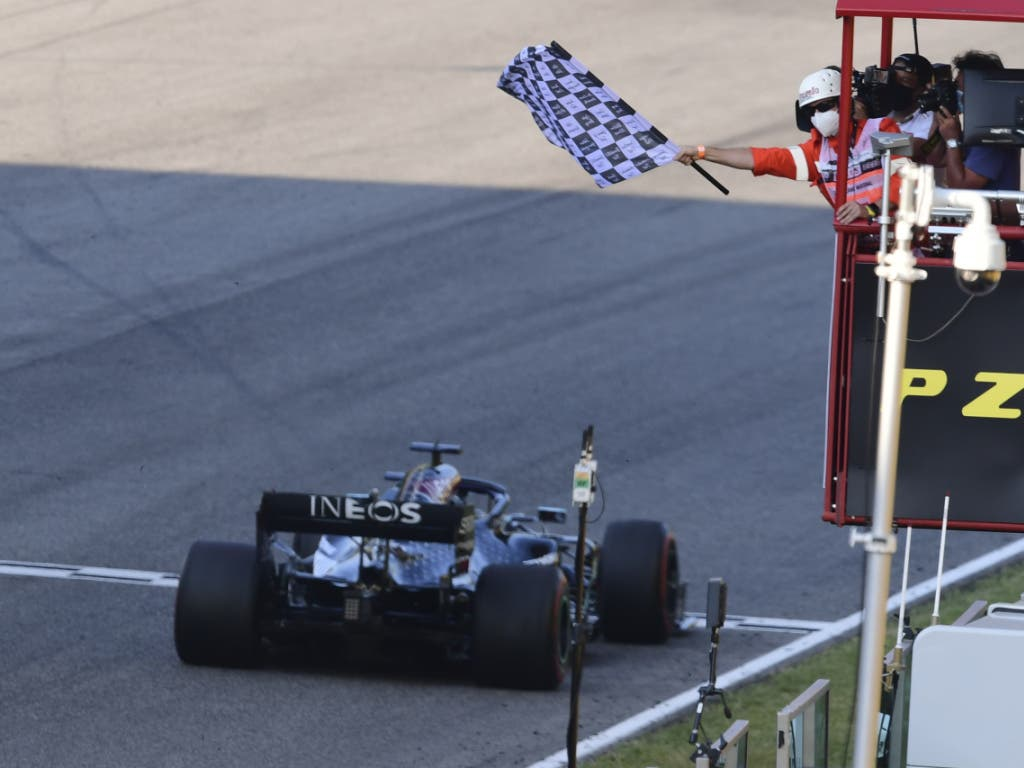 Lewis Hamilton wird zum 90. Mal in einem Formel-1-Rennen als Sieger abgewinkt