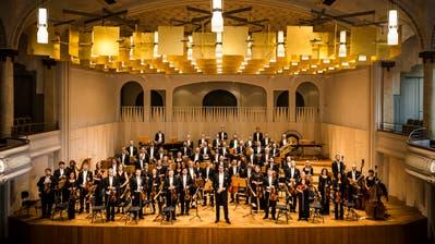 Wieder live in der Tonhalle: Das Sinfonieorchester St. Gallen unter der Leitung von Chefdirigent Modestas Pitrenas. Im Programm «Commedia» spielt es Weill und Strawinsky in Salon- und Kammerbesetzung. (Bild: Anna-Tina Eberhard)