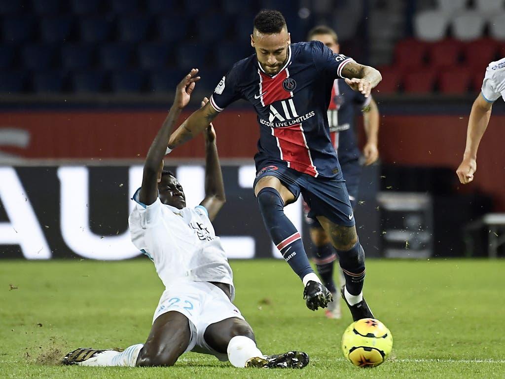 Hier setzt sich Neymar (rechts) gegen Marseilles Pape Gueye durch