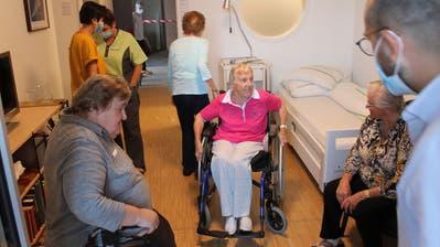 Diepoldsauer besichtigten Musterzimmer im Alterszentrum Rheinauen in Diepoldsau