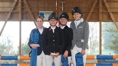Das siegreiche Lorze-Team bei den Aktiven (Mitte, von links):Myriam Landtwing, Julia Fischbacher, Lea Fischbacher, Nicole Weber. (Bild: PD)