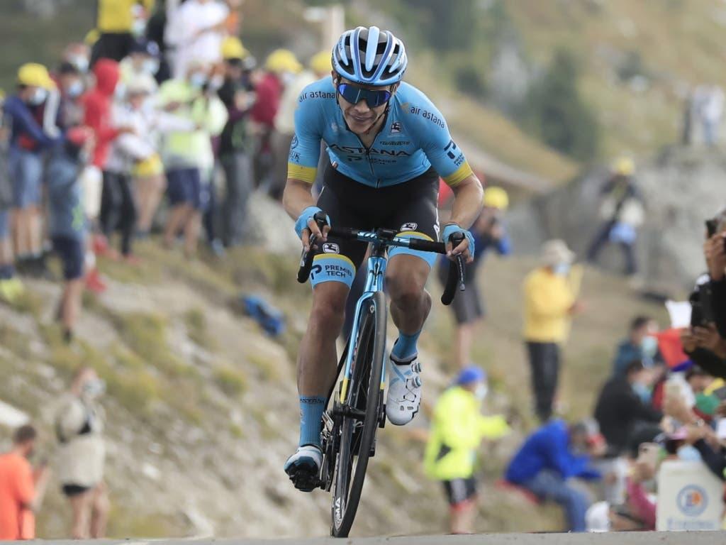 Auf dem letzten Zahn erreicht Miguel Angel Lopez das Dach der Tour als Erster