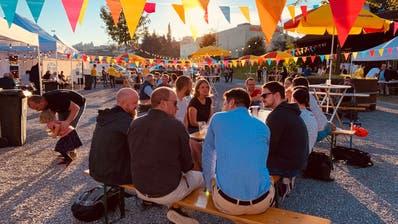Das Quartierfest vor knapp zwei Wochen liess erahnen, wie belebt die Brache auf dem Areal Bach bald sein könnte. (Bild: PD)
