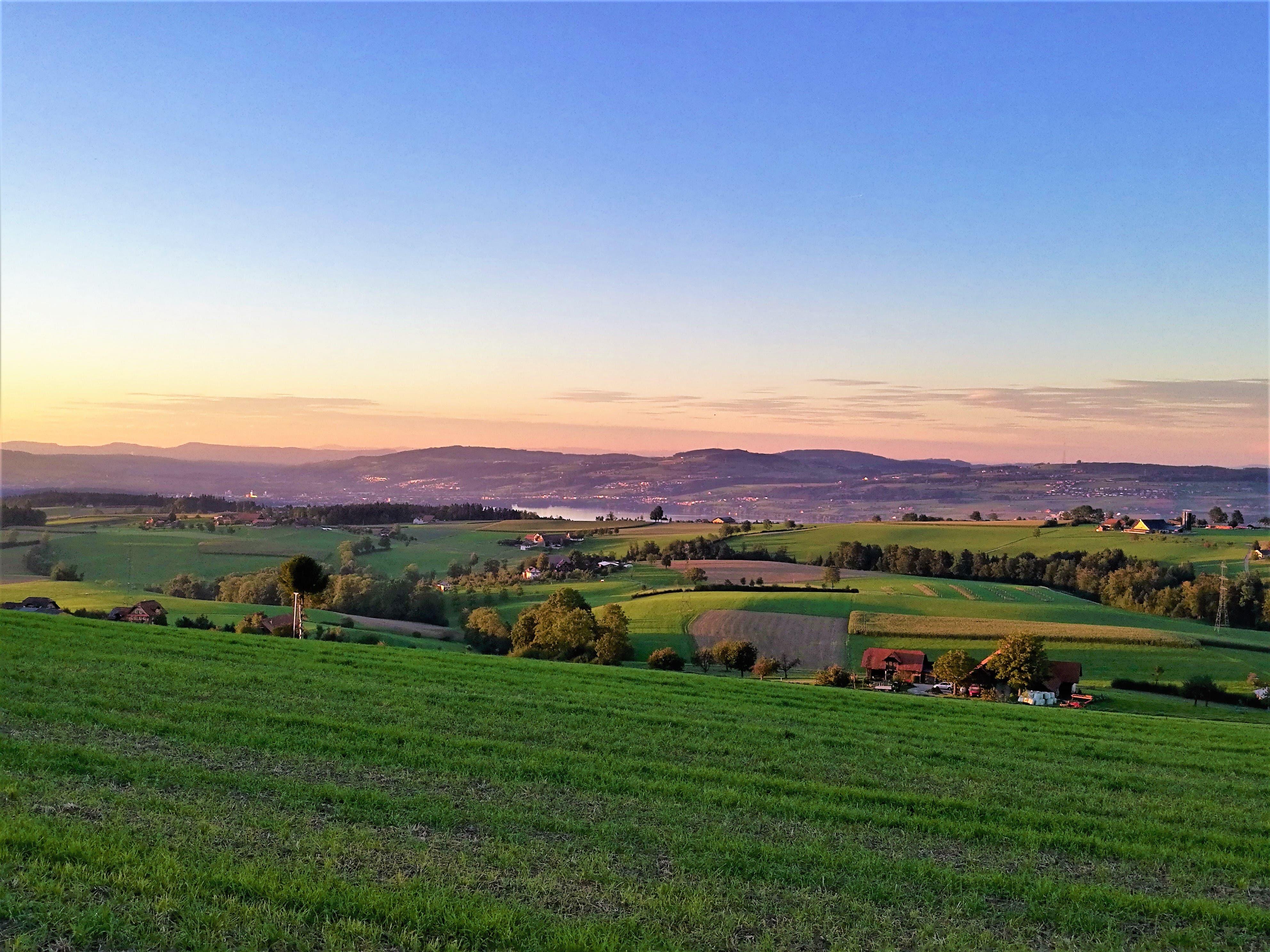 Abendstimmung vom Ruswilerberg mit Blick in Richtung Sempachersee.