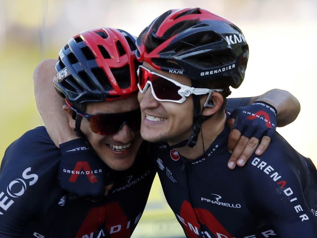 Das Ineos-Duo Michal Kwiatkowski (rechts) und Richard Carapaz: Arm in Arm fuhren sie über die Ziellinie. Kwiatkowski gewann die Etappe, Carapaz schlüpfte in das Trikot des besten Bergfahrers