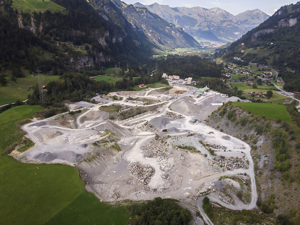 Der Steinbruch Mitholz, wo laut Angaben des Kantons Bern alter Schotter aus dem Lötschberg-Scheiteltunnel illegal abgelagert worden ist.