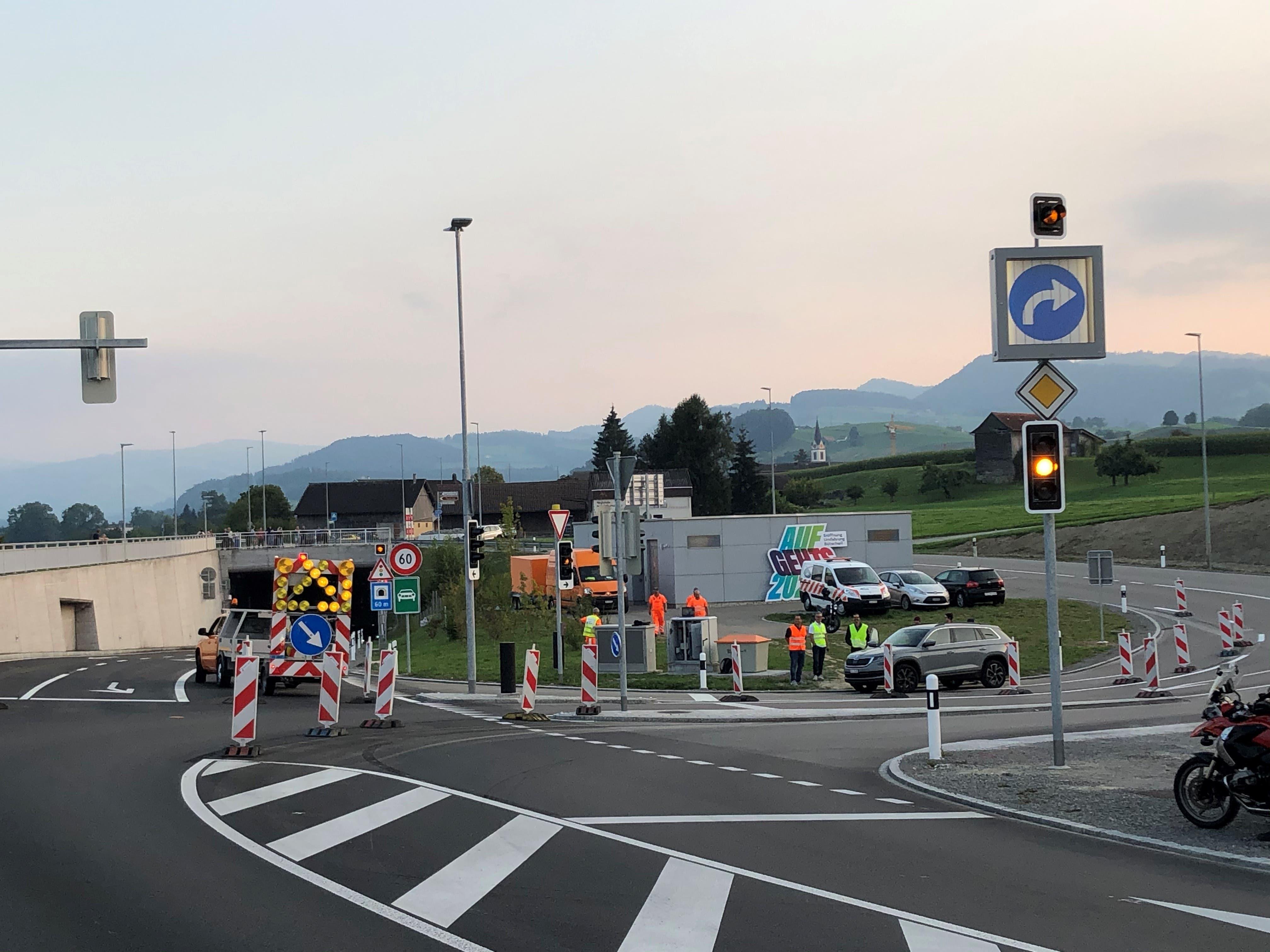 Davor mussten sich die Autofahrerinnen und Autofahrer beim Anschluss Engi noch gedulden.